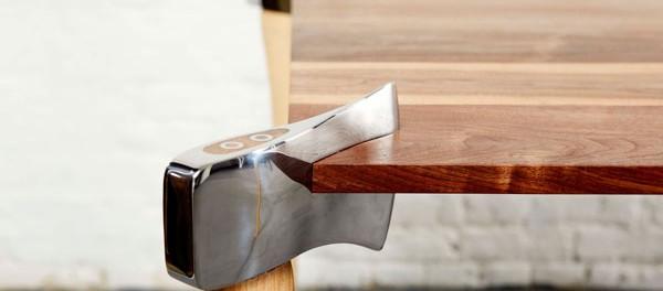 Une Table taillée à la hâche